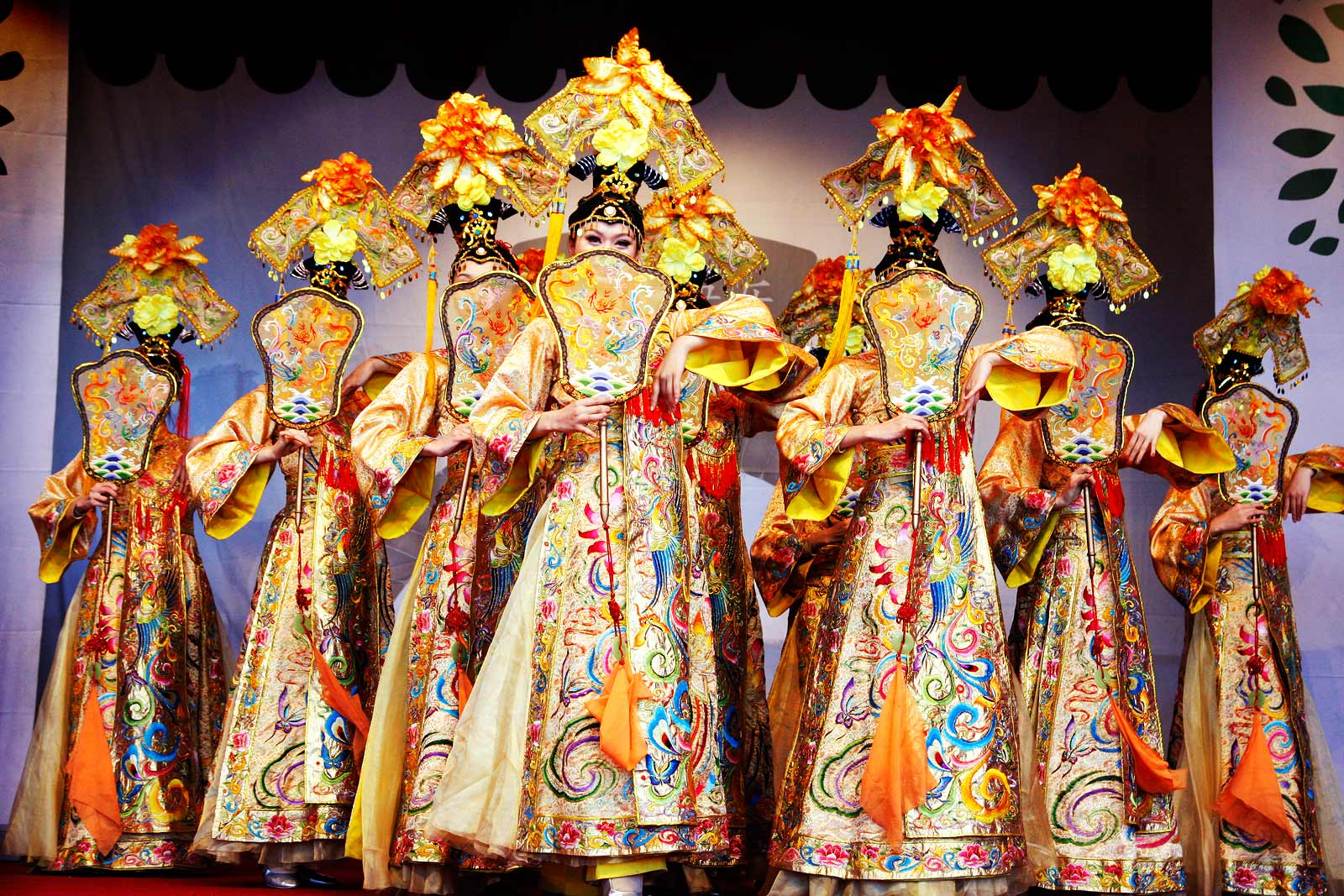 Women performing a traditional, elegant, Chinese dance. Picture: Tony Öhberg for Finland Today