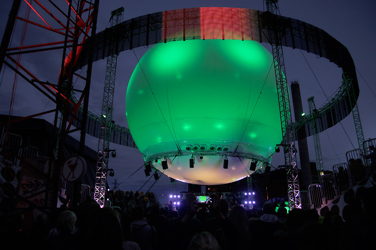 ft-flow-festival-balloon-stage