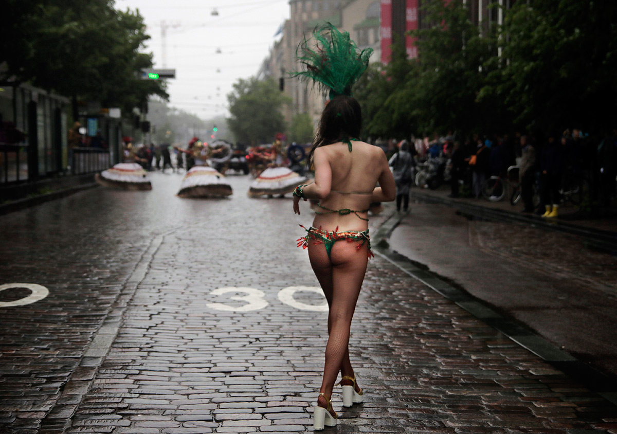A samba dancer defying pouring rain at Mannerheimintie in Helsinki on June 18, 2016. Picture: Tony Öhberg for Finland Today