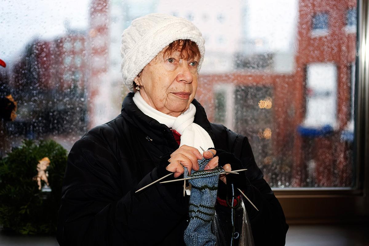 ft-woman-weaving