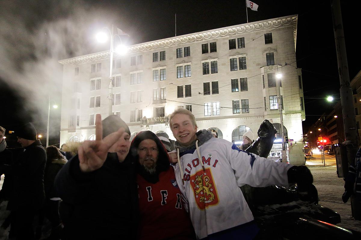 ft-icehockey-gold-street-4
