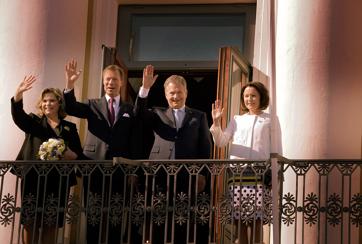 Grand Duke Henri and Grand Duchess Maria Teresa of Luxembourg waving from the balcony of the Presidential Palace with President Sauli Niinistö and his spouse Mrs Jenni Haukio in Helsinki, Finland on Tuesday May 10 2016. Picture: Tony Öhberg for Finland Today