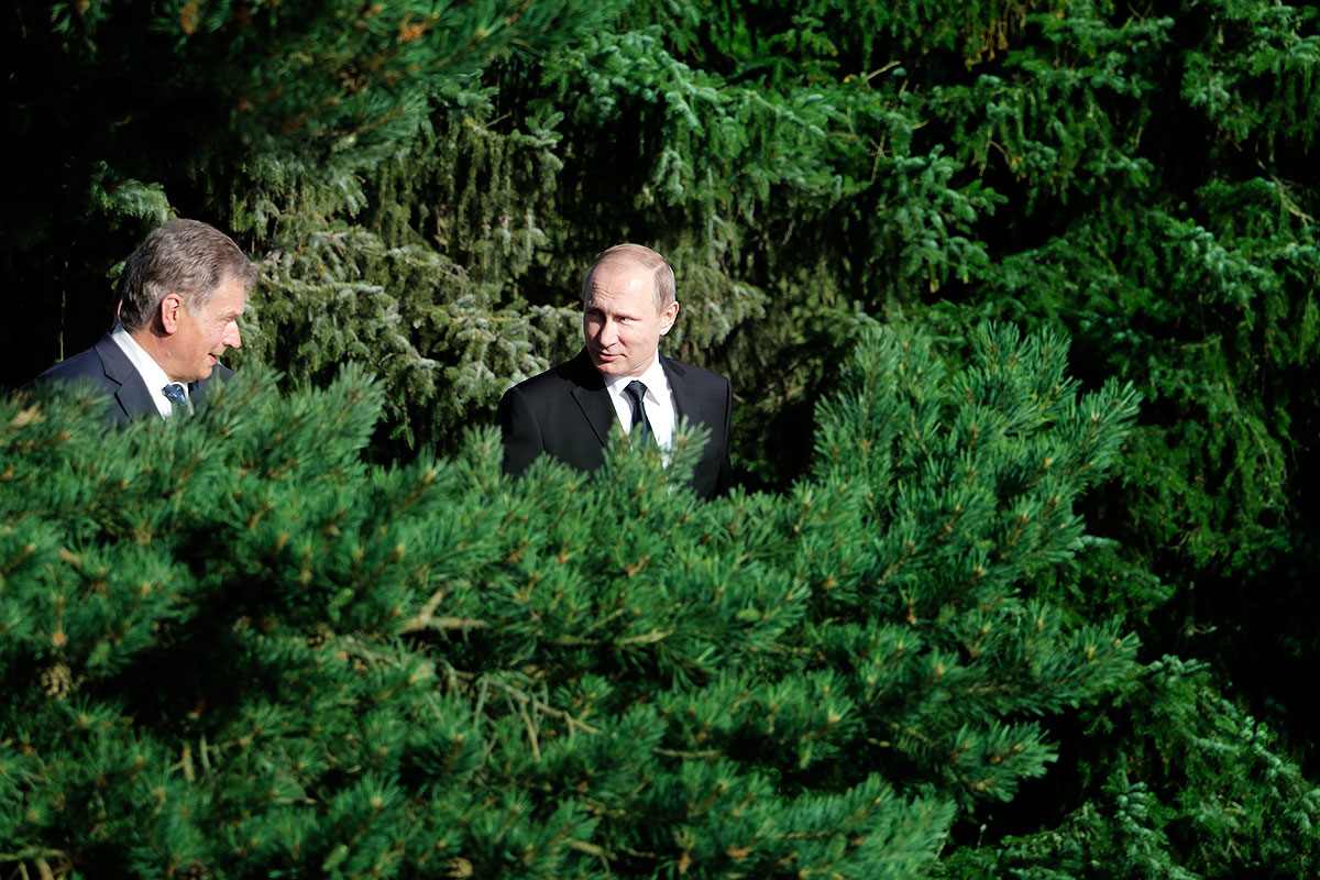 President Niinistö and President Putin talking at the president's official summer residence Kultaranta in Naantali, Finland on July 1 2016. Picture: Tony Öhberg for Finland Today