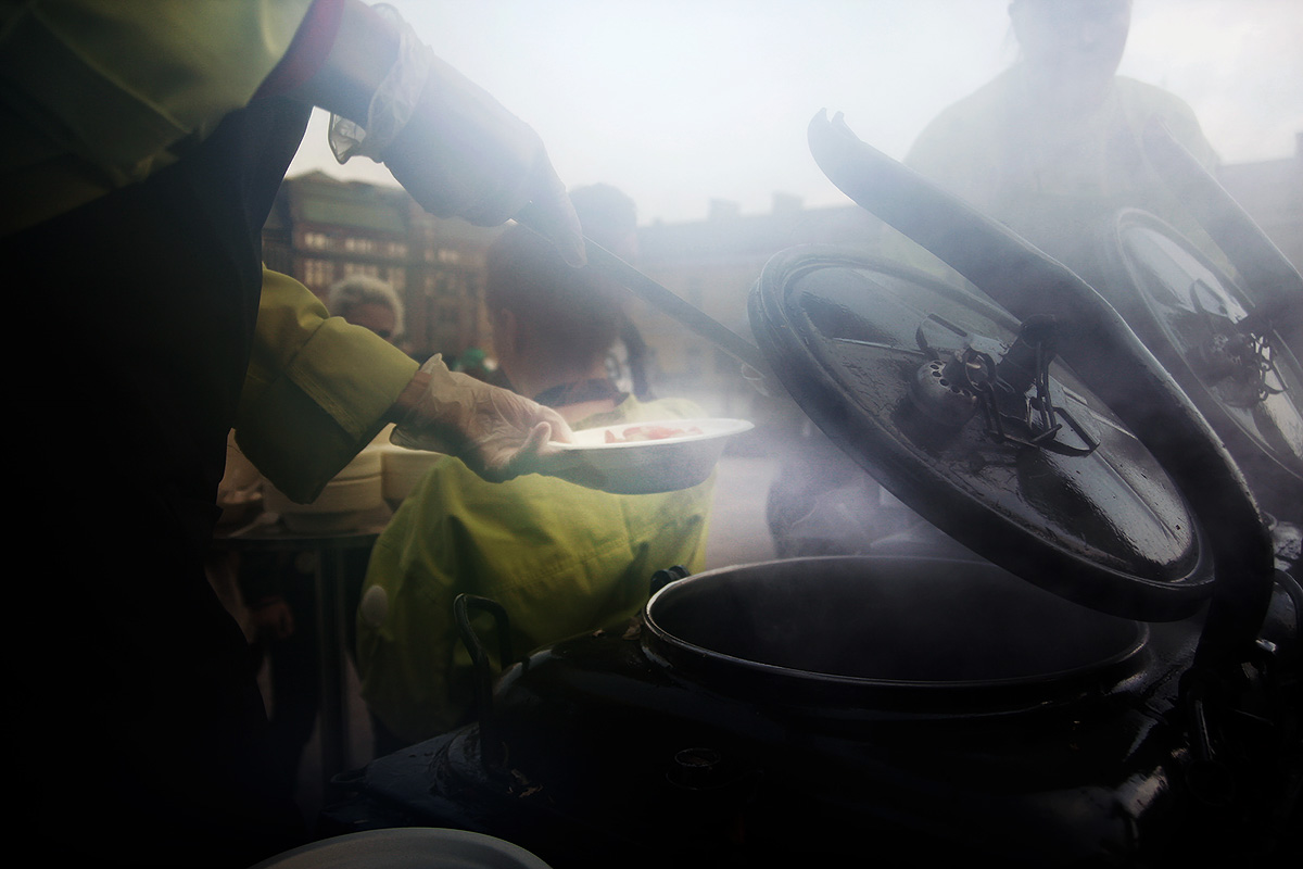 A food vendor serving soup from a mobile kiosk in Helsinki. Picture: Tony Öhberg for Finland Today