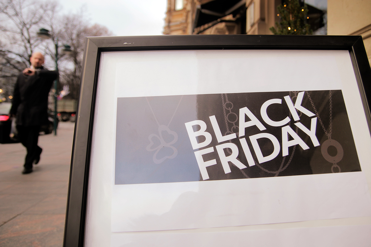 Black Friday ads border the Northern Esplanade. Picture: Tony Öhberg for Finland Today