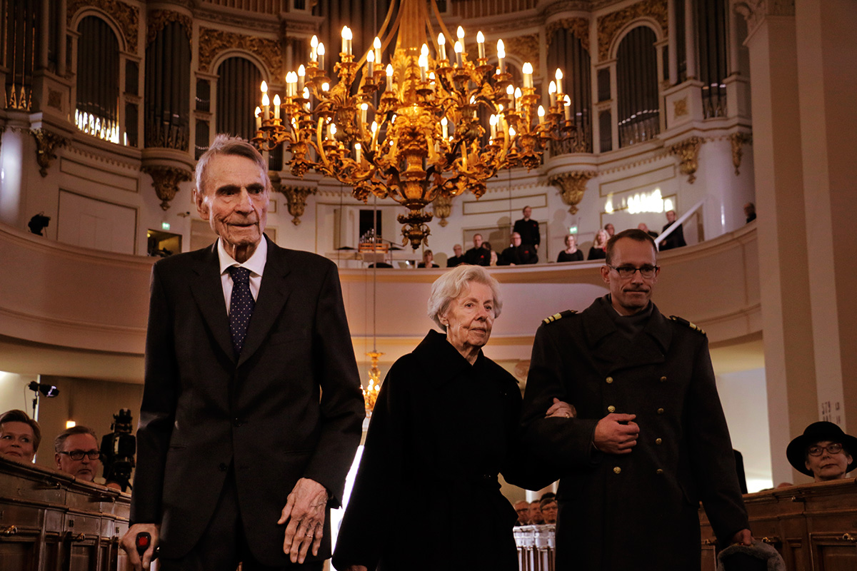 Mauno Koivisto, 93, the ninth president of Finland (1982-1994), arriving at the Ecumenical Independence Day service with his spouse, Tellervo Koivisto, at the Helsinki Cathedral on Tuesday morning. Picture: Tony Öhberg for Finland Today