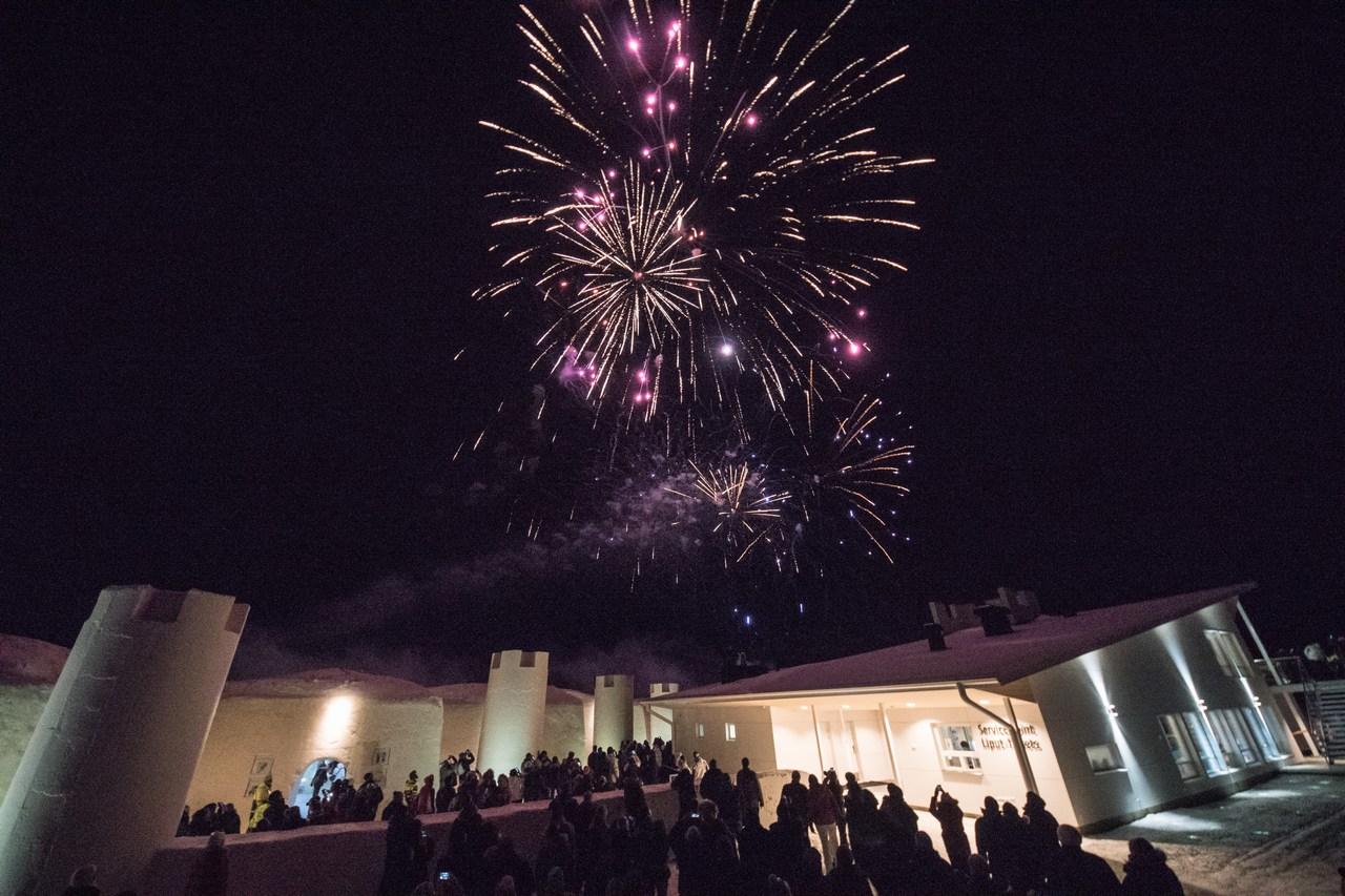 ft-kemi-ice-castle-fireworks-with-finlandia-hymn