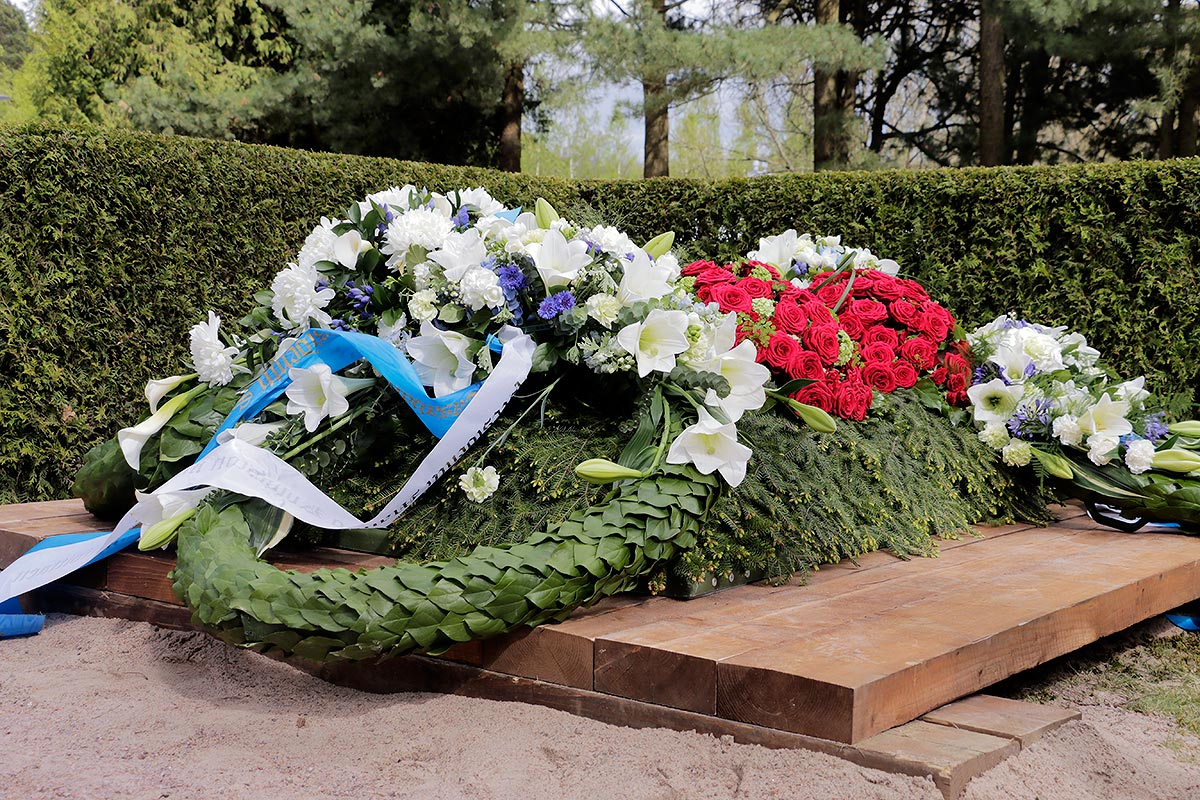 30,000 People Observe the State Funeral of Former Finnish President Mauno Koivisto