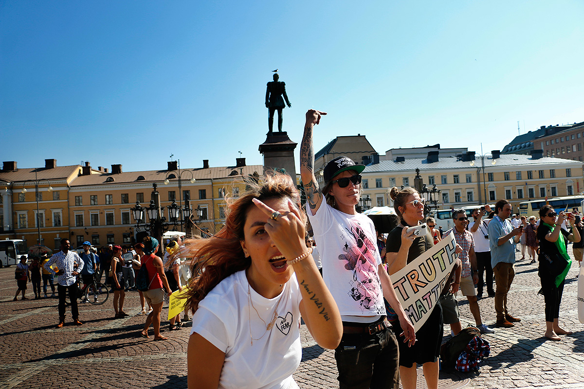 """""""Helsinki Calling!"""" Protest Against Trump and Putin Attracts About 2,000 People – Many Were Tourists"""