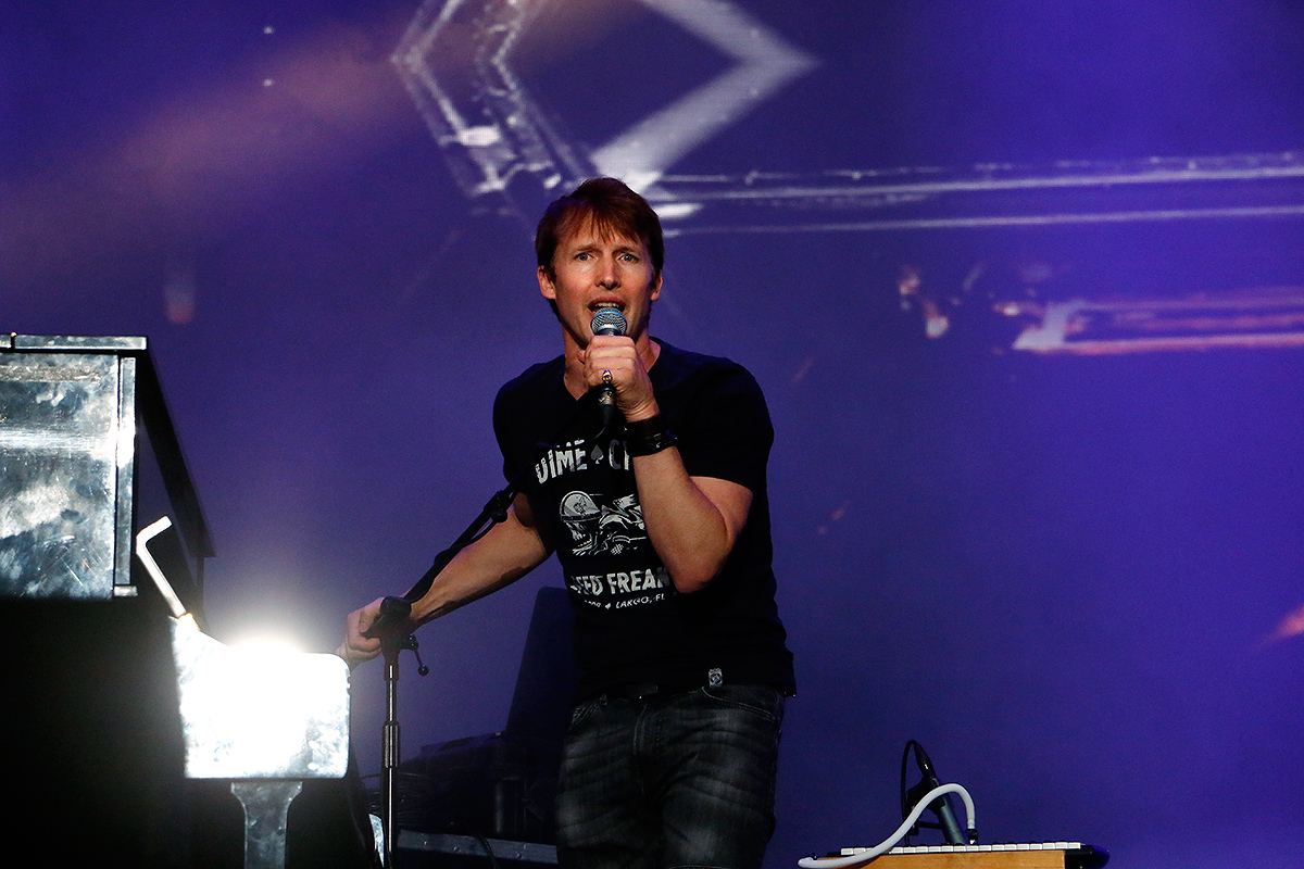 James Blunt Charms Pori – VIEW THE PICTURES