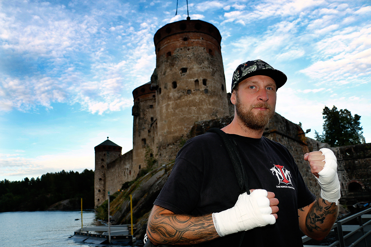 Finnish Heavyweight Boxer Robert Helenius Proves That He Is the King of the Castle – VIEW THE PICTURES