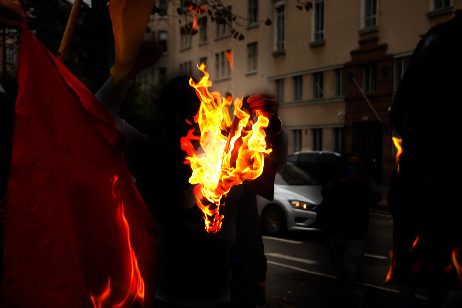 Protesters Steal Iran's Flag and Light it on Fire – Police Catch Four in a Demonstration in Eastern Helsinki on Monday Afternoon