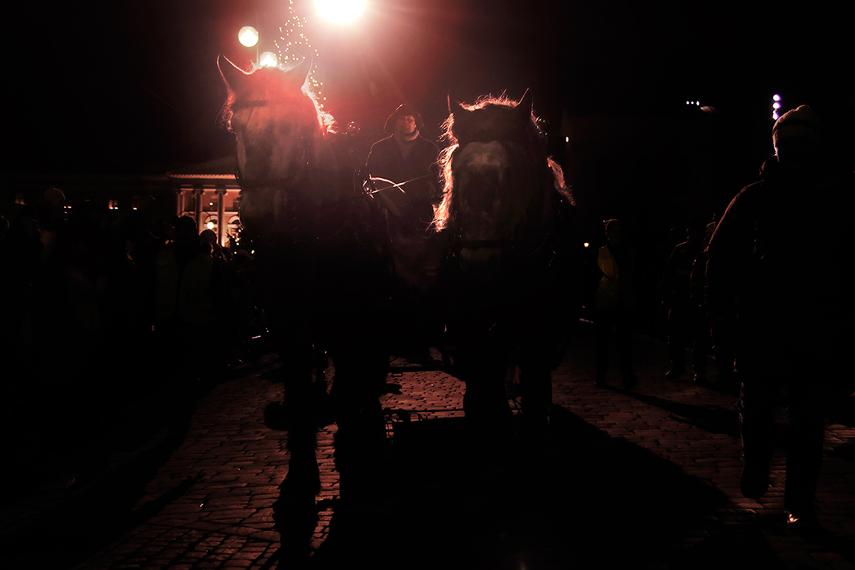 Lucia is escorted in a horse-pulled cart around the city. Picture: Tony Öhberg for Finland Today