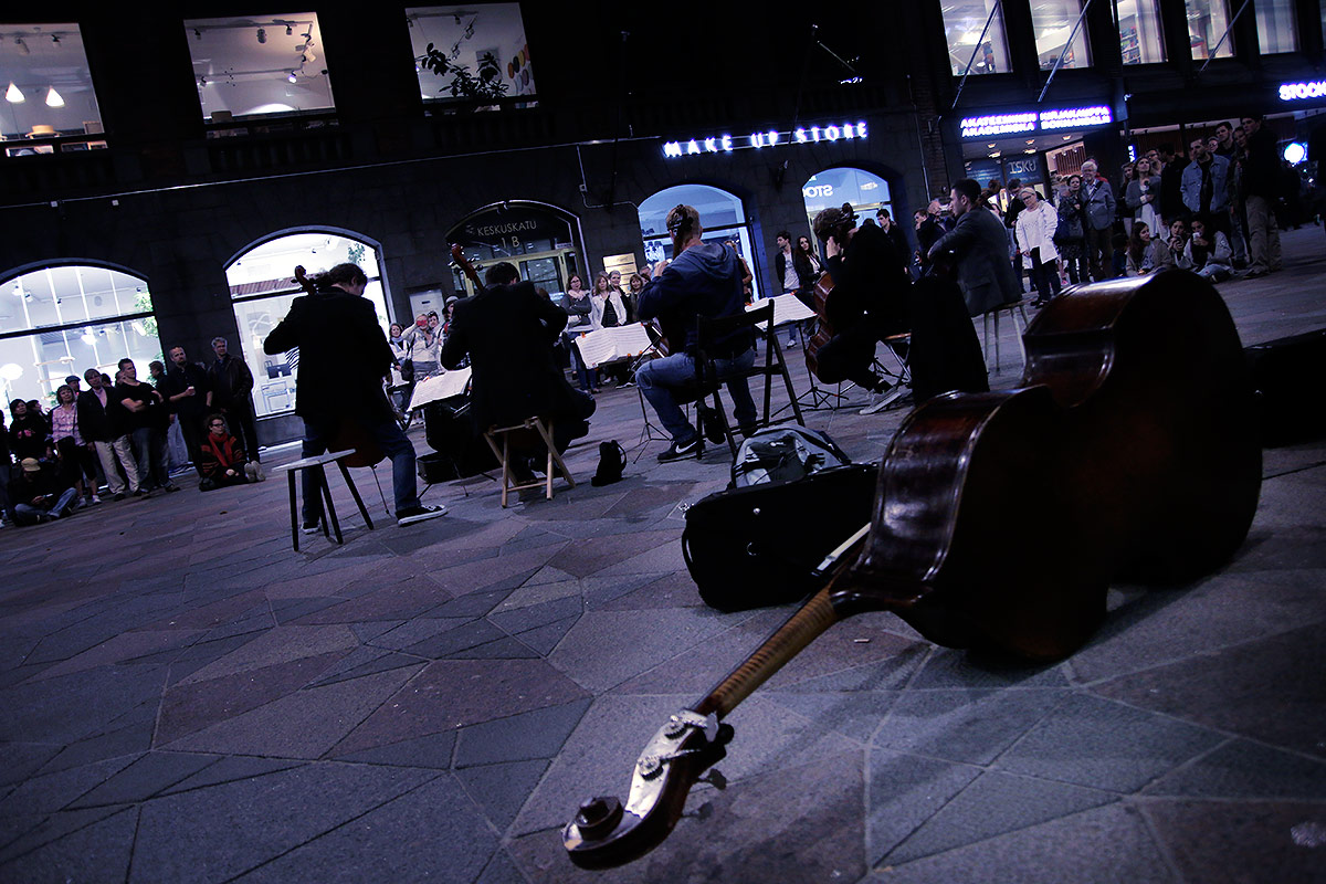 Street performers entertaining the crowd with classical tunes at Keskuskatu. Picture: Tony Öhberg for Finland Today