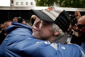 PICTURES: Thousands Welcome Pertti Kurikan Nimipäivät From Vienna After a Great Performance at Eurov...