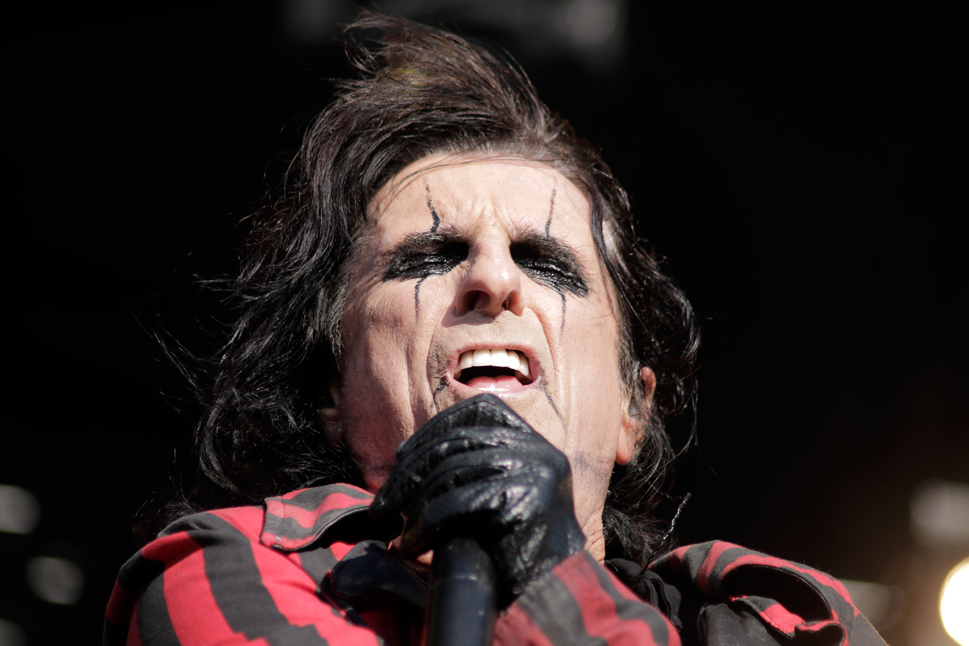 Tuska Pulls a Crowd of Over 25,000 – Alice Cooper Gives the Performance of a Lifetime