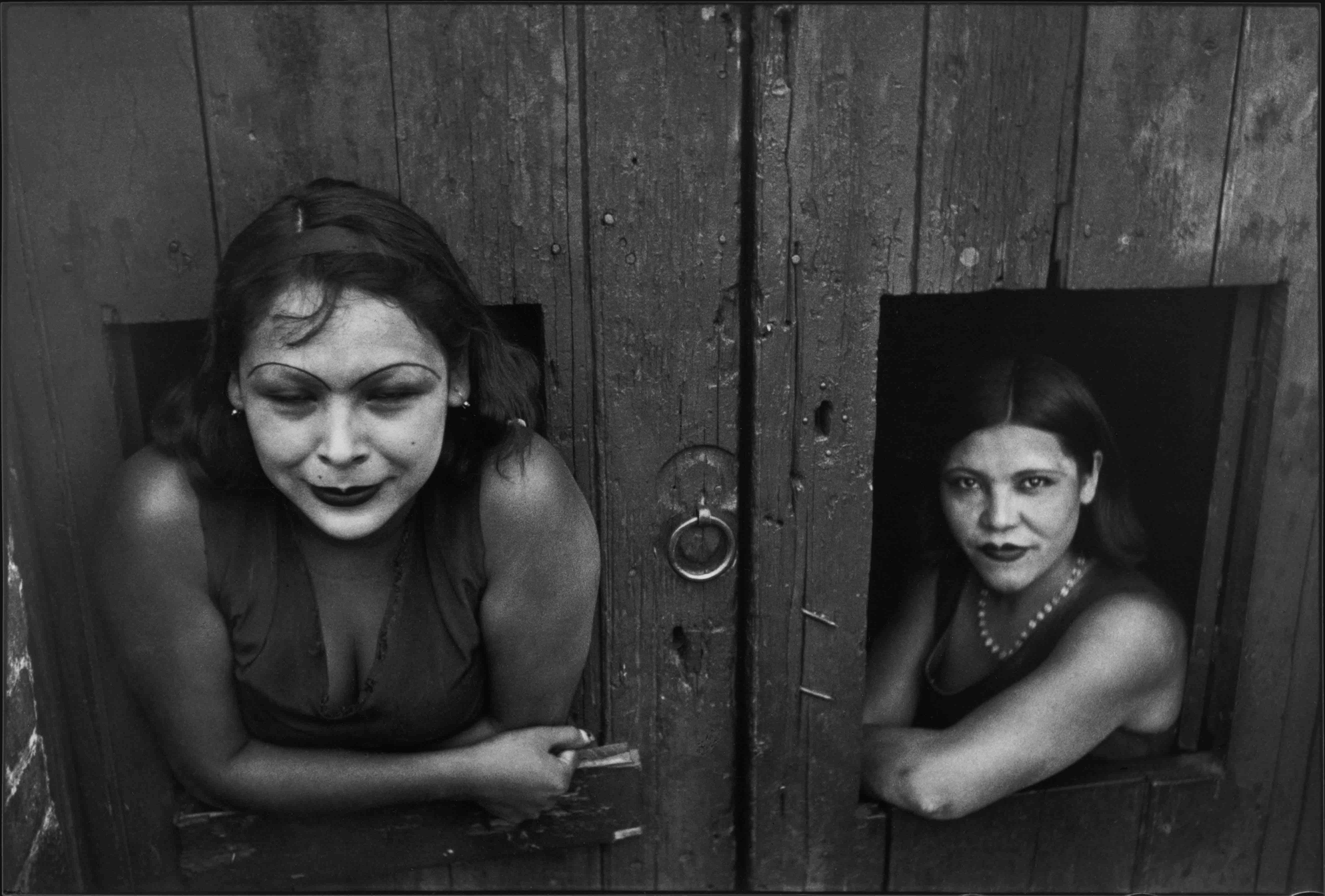 Calle Cuauhtemoctzin, Mexico City, Mexico, 1934  © Henri Cartier-Bresson / Magnum Photos