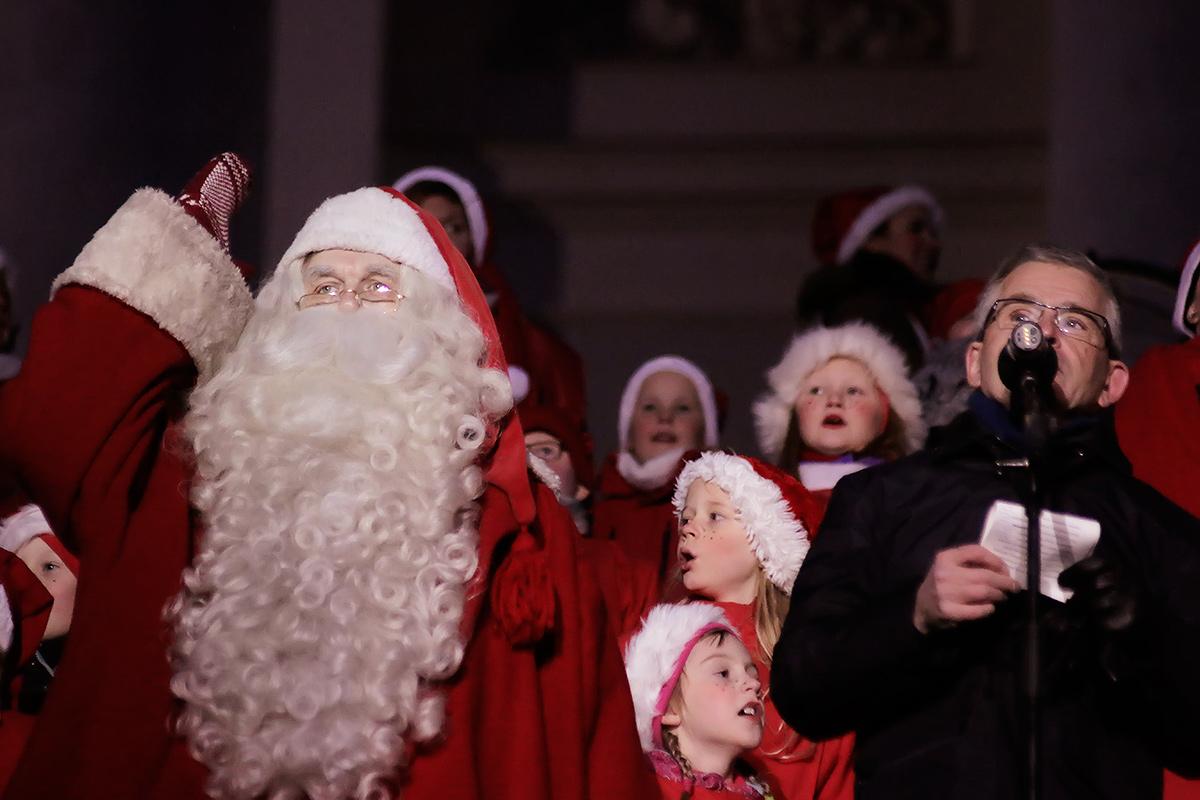 ft-christmas-street-santa-pajunen