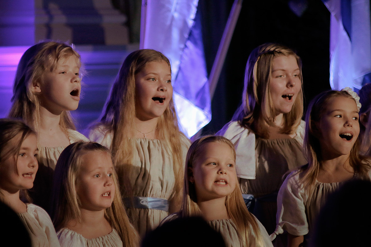 A children's choir from Estonia, Helsingi Eesti laululapsed & Annika Lumi & Silver Lumi, performing a touching song called 'The Winter Has Arrived Again'. Picture: Tony Öhberg for Finland Today