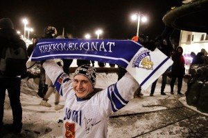 Finland Wins World Championship Gold in Junior Ice Hockey - Fans Celebrate Naked in Frost