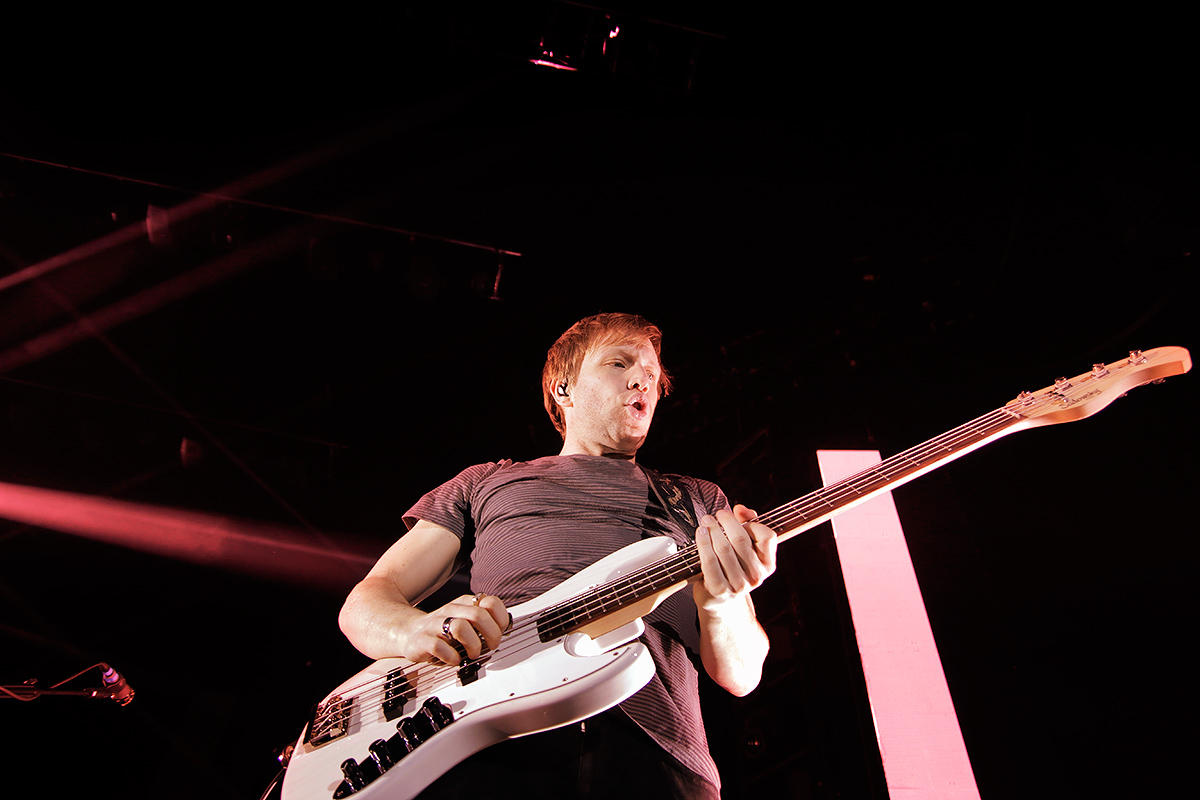 Ben McKee, fingering the bass. Picture: Tony Öhberg for Finland Today