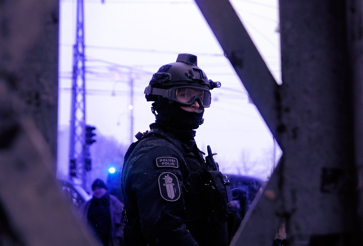 A riot police officer guarding Mannerheimintie. Picture: Tony Öhberg for Finland Today