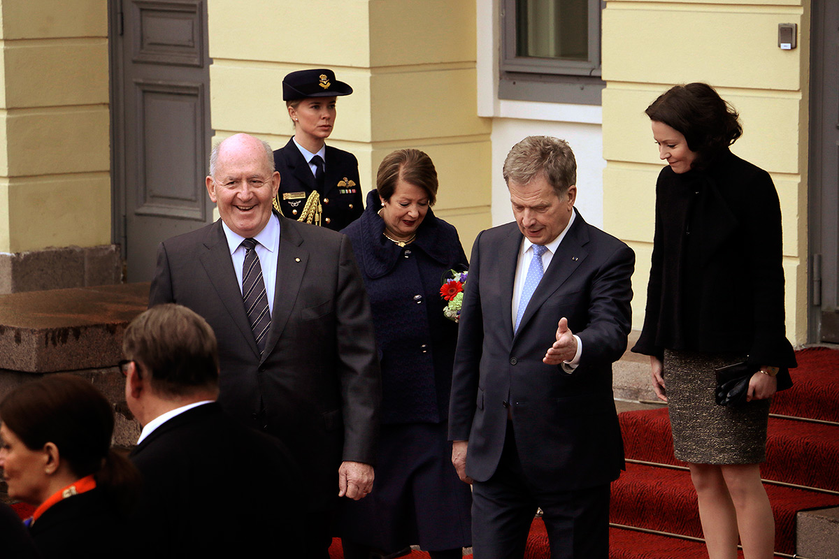 Niinistö showing the way to the red carpet. Foreign minister Timo Soini standing at the front. Picture: Tony Öhberg for Finland Today