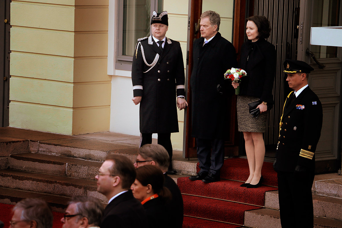 President Sauli Niinistö and his spouse Mrs Jenni Haukio waiting for the Governor-General of Australia, Sir Peter Cosgrove, and his spouse Lady Lynne Cosgrove, to arrive in front of the Presidential Palace on Thursday morning April 28 2016. Picture: Tony Öhberg for Finland Today