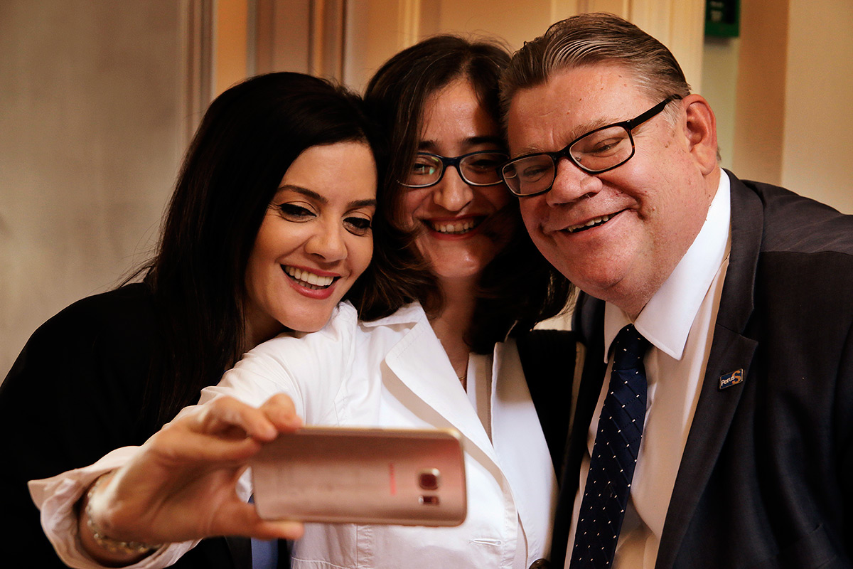 "Soini poses with the Lebanese assistants for a ""selfie with the Finnish foreign minister"" after the press conference. Picture: Tony Öhberg for Finland Today"