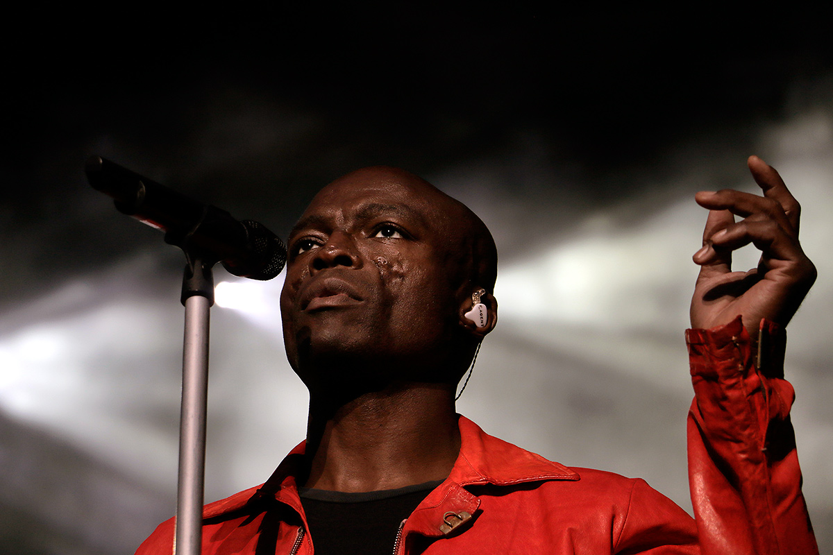 "Seal ended his set, which lasted over one and half hours, with his most famous song ""Kiss from a Rose."""