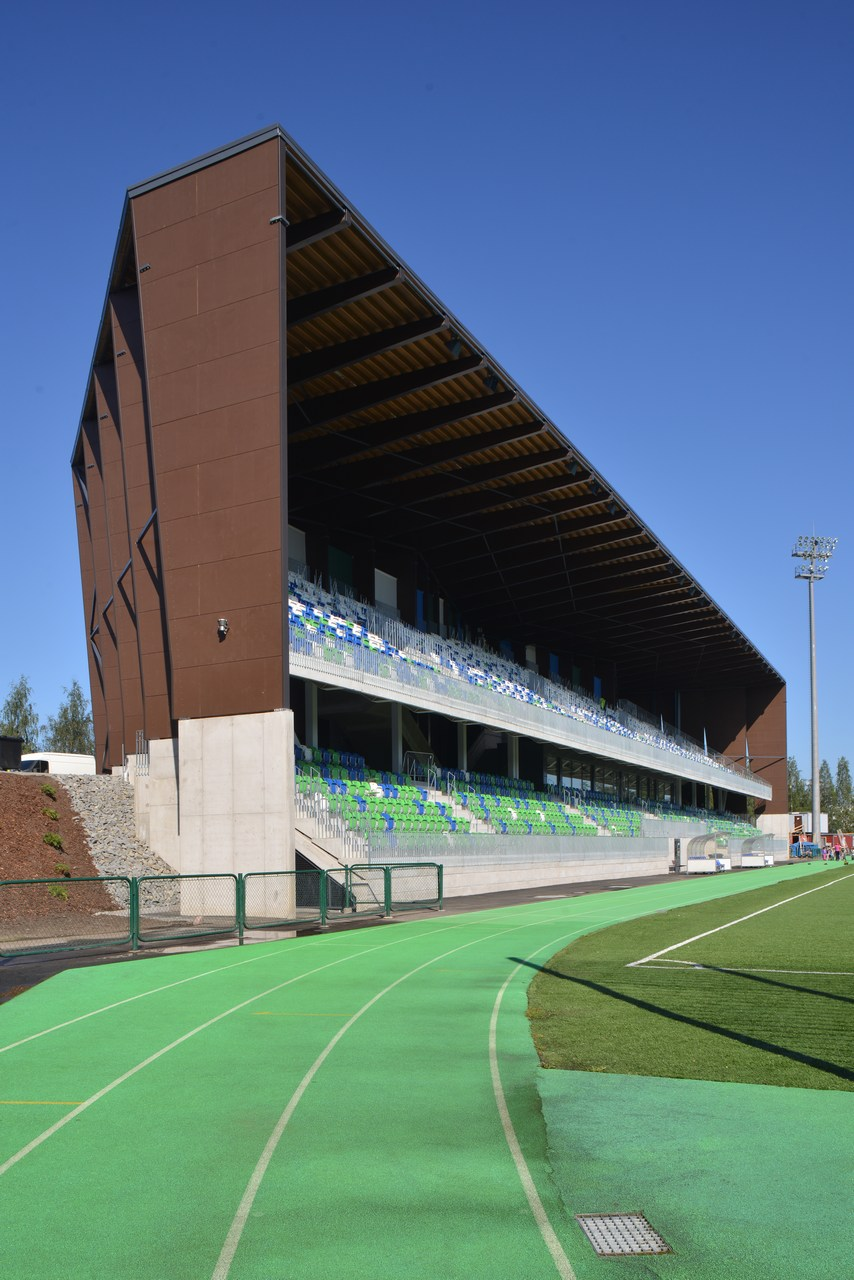 The Rovaniemi Sports Arena is the home arena of the local football club RoPS. A competition for the design of the new spectator stand and the multipurpose building was declared in 2012. The winning entry 'Railo' was submitted by Arkkitehtityöhuone Artto Palo Rossi Tikka Oy. In the plan, the new majestic spectator stand and the boulder-shaped residential and office buildings, once completed, form a crevasse-like roadway winding between them. However, the spectator stand and the facilities beneath it have already created a true landmark in Poromiehentie Street. Illustration: Aaro Artto