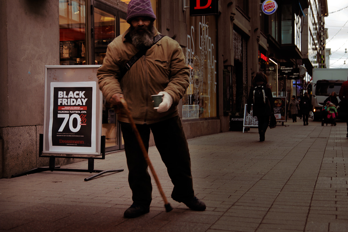 A beggar at Aleksanterinkatu asks for coins on Black Friday in Helsinki, Finland on November 25, 2016. Picture: Tony Öhberg for Finland Today