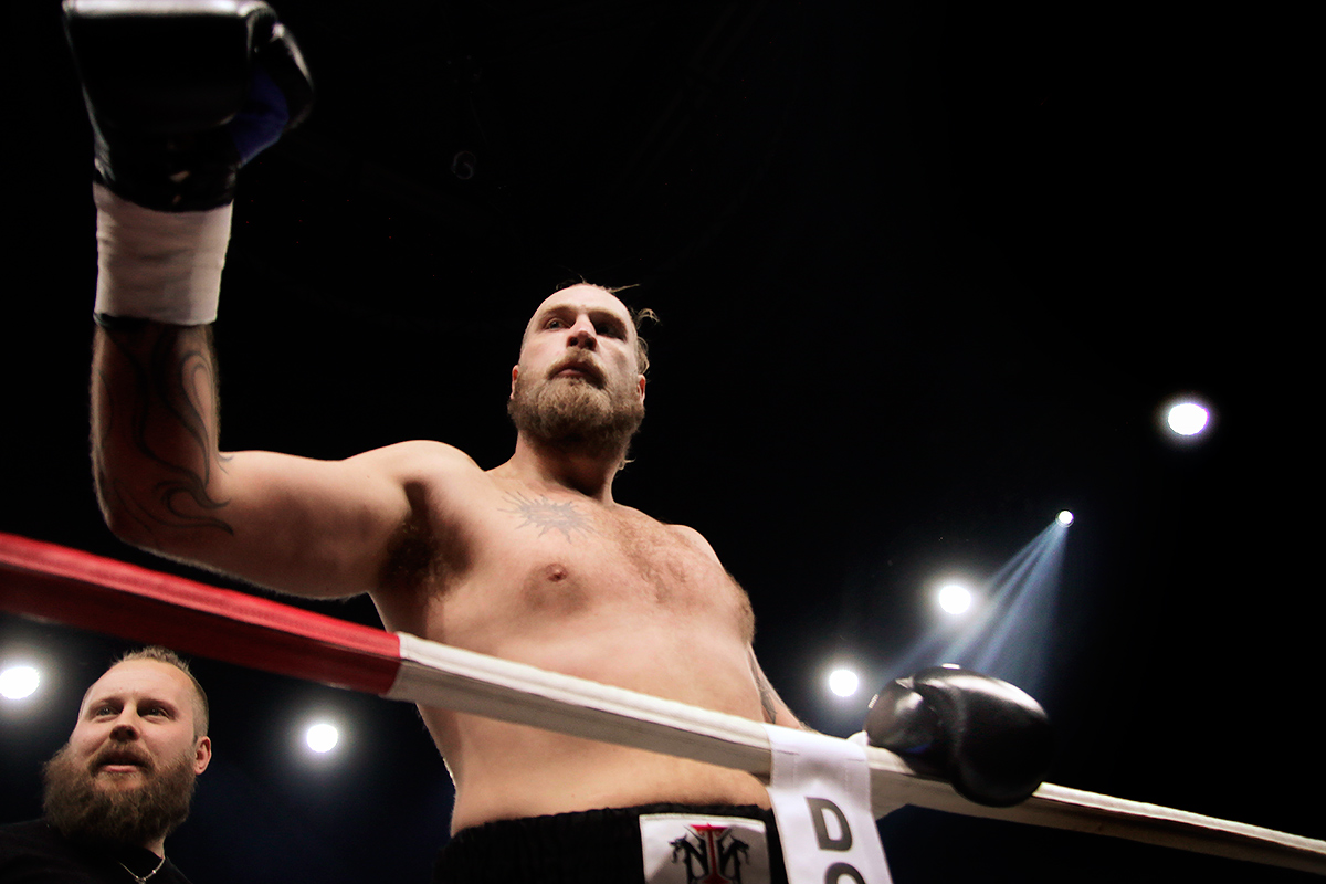 Helenius Beats His Belarusian Opponent With One Hand