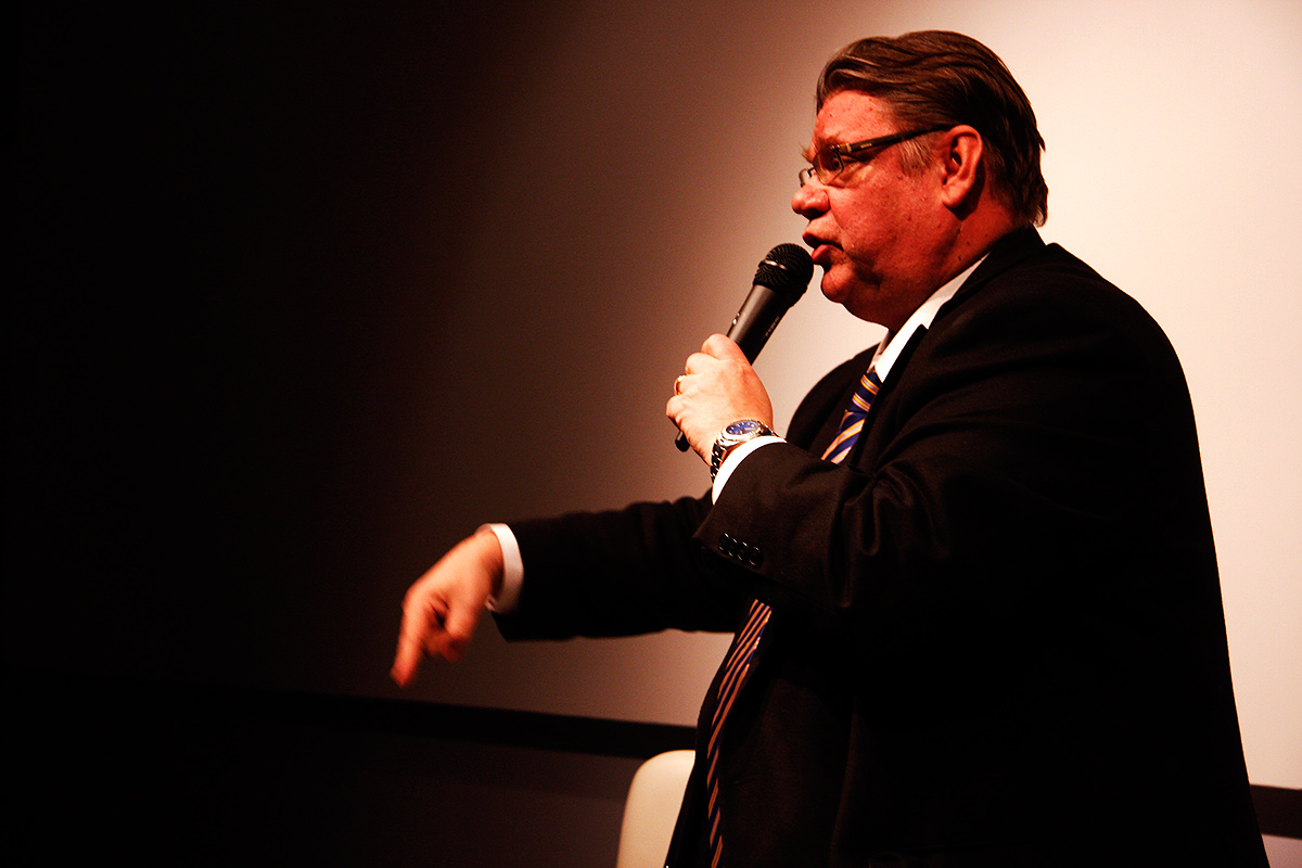 Foreign Minister Timo Soini in His Column About Climate Change: Fussing Amateurs Should Let the Shit Burn