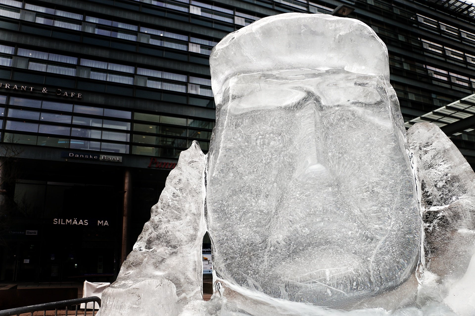 Finnish Association to Sculpt a Giant Face of Trump Into Arctic Glacier – First Scale Model Rises at Narinkkatori in Helsinki