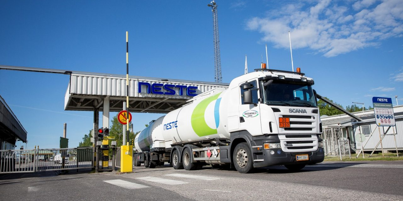 Finnish Oil Refinery Giant Neste to Cut 470 Jobs