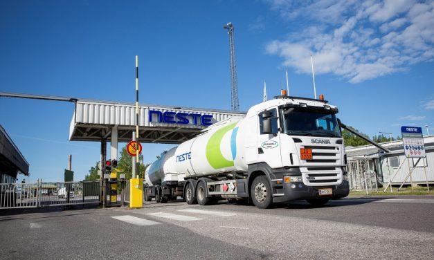 Finnish Oil Refinery Giant Neste to Cut 470 Jobs