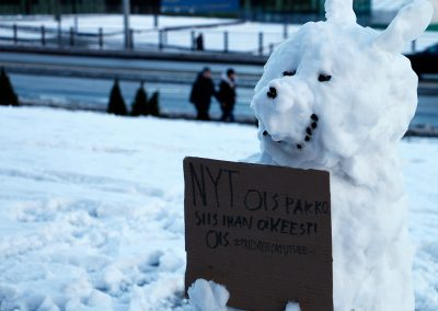 A snowdog is holding a sign that says 'Now we must, seriously we must #fridaysforfuture.' Picture: Tony Öhberg for Finland Today