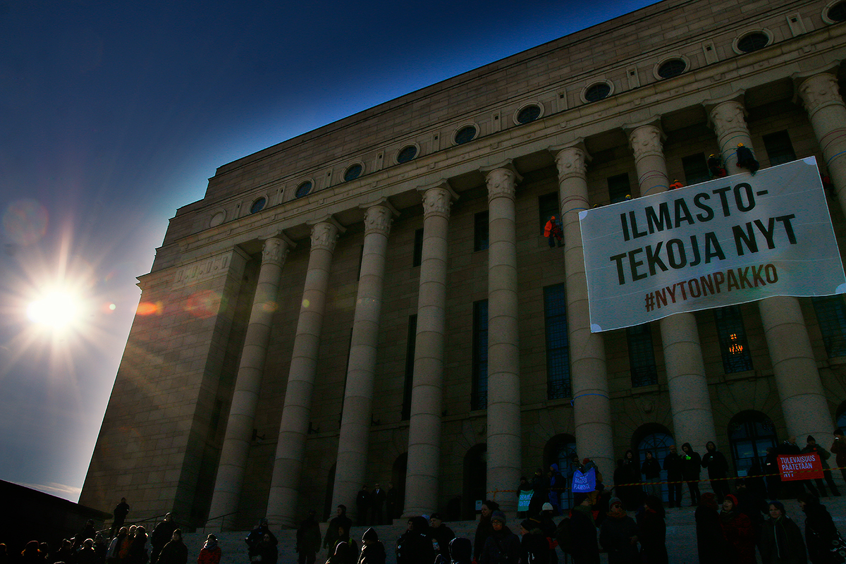 The sun is greeting the protesters. Picture: Tony Öhberg for Finland Today