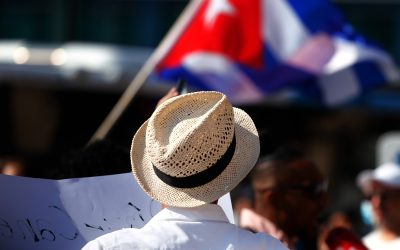 GALLERY: Cubans Who Live in Finland Take to the Streets in Helsinki Center
