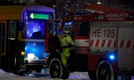 Tram Stuck in Helsinki Center Because of Heavy Snowfall – Could Snow All Day