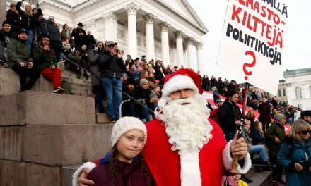 Santa Claus at the March Against Climate Change in Helsinki: We Would Like to Have Winters as they Used to Be – 8,000 Join the March