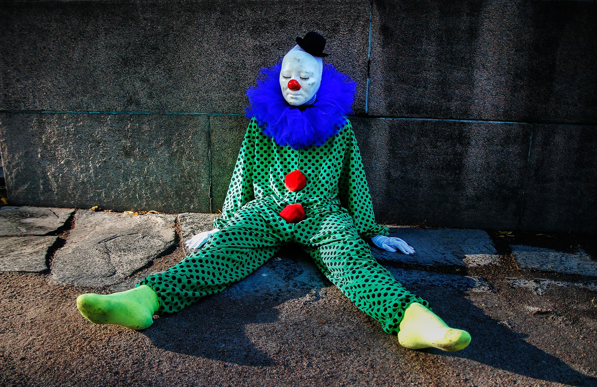 A clown relaxing in the Esplanade Park. Picture: Tony Öhberg for Finland Today