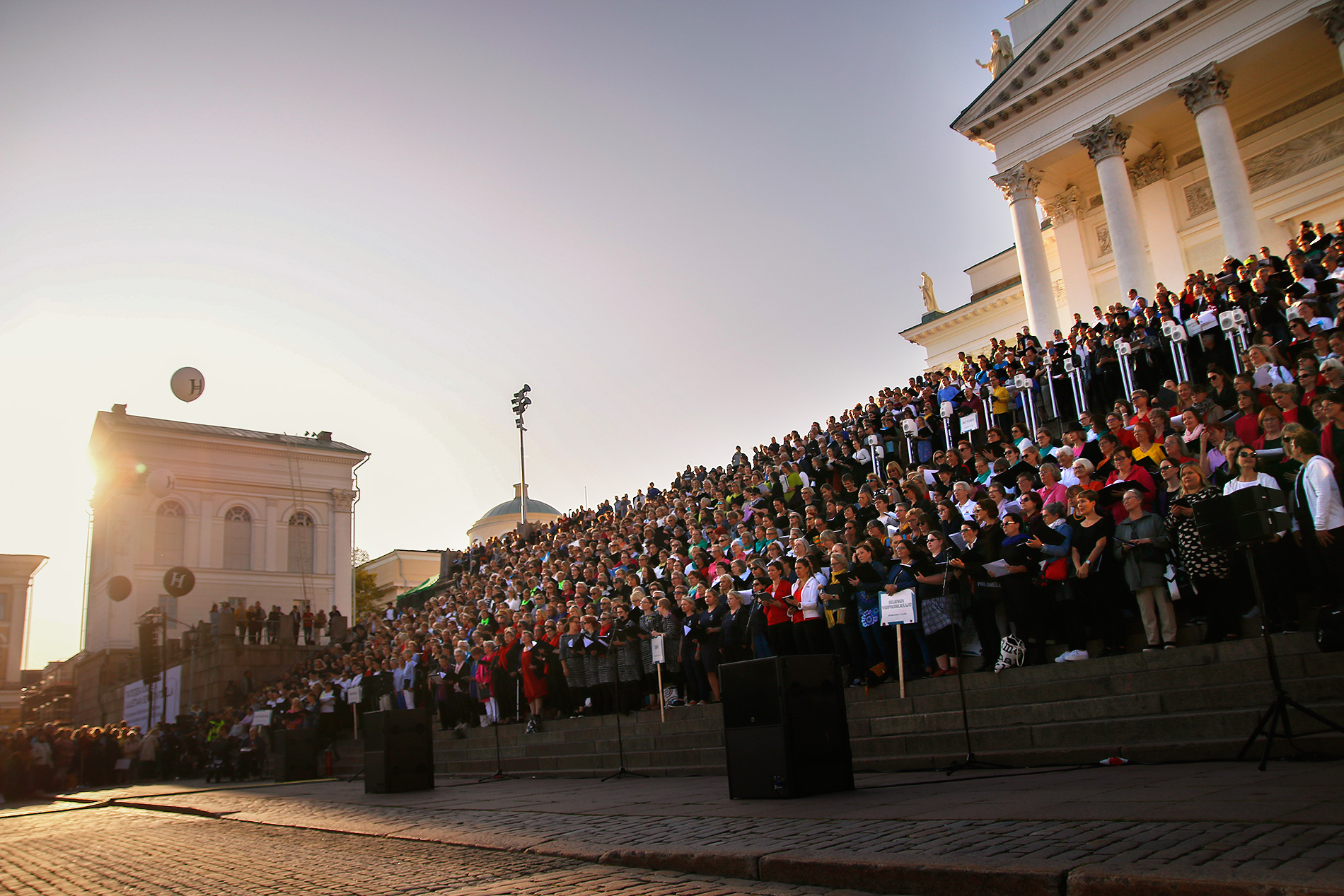 The Tour of Choirs gathered over 2,520 singers at the steps of Helsinki Cathedral. After the concert, the choirs spread out to the city to sing in the festival restaurants. Picture: Tony Öhberg for Finland Today