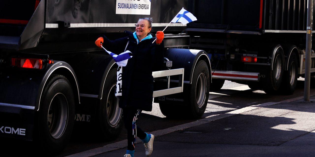 GALLERY: Peat Producers Block Traffic in Helsinki With 80 Trucks