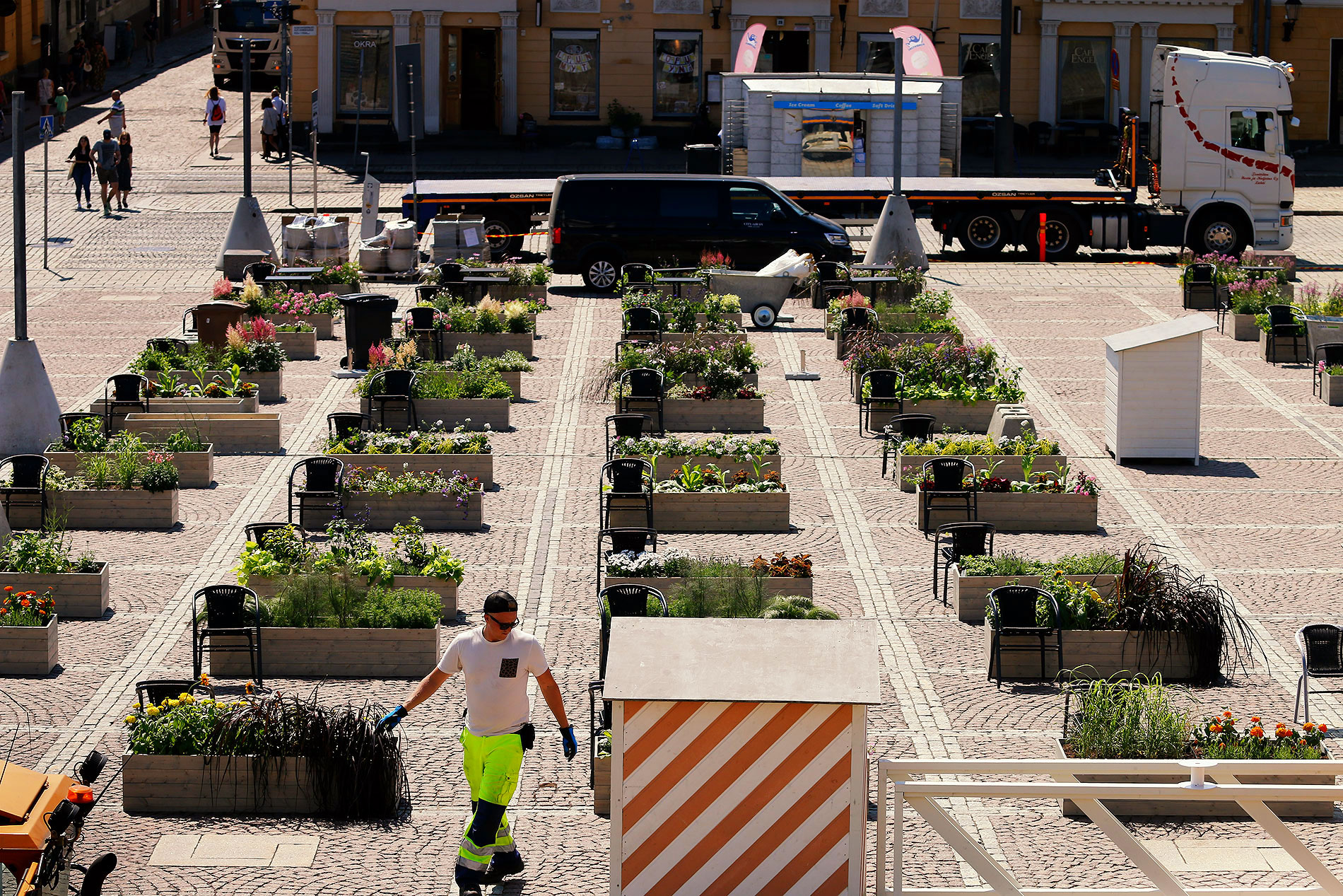 The Senate Square consists of of a grid of 3 x 3 meter squares. This provides a clear basis for the individual gardens. Picture: Tony Öhberg/Finland Today