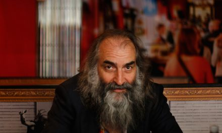 We Talked About Trainhopping, Cockfighting and Music With Filmmaker Arno Bitschy and Composer Warren Ellis