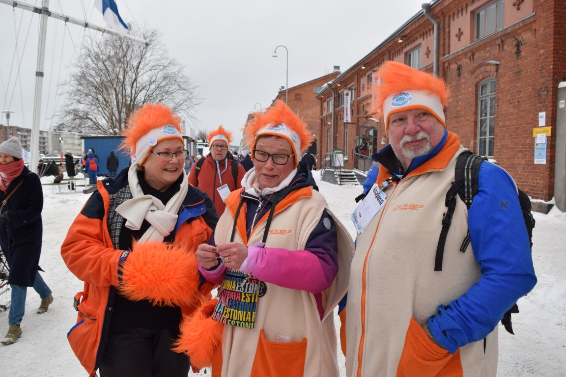 Swimmers united by orange. Picture: Kathleen Cusack for Finland Today