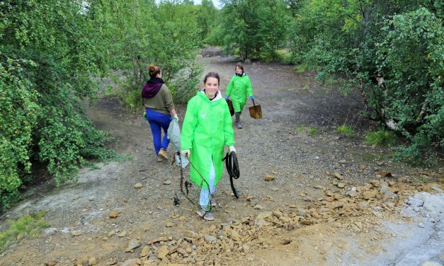 In the Norwegian Borderland Teenagers Clean the River From Garbage